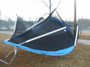 Trampoline met schade na storm